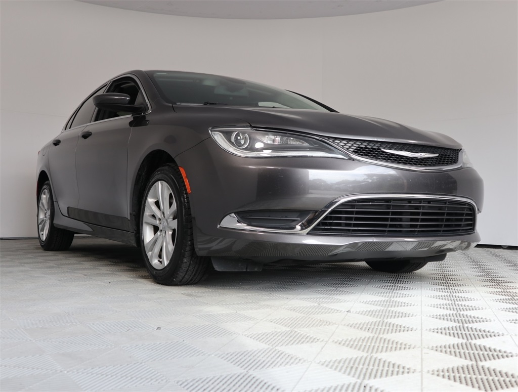 Chrysler 200 Limited >> Certified Pre Owned 2015 Chrysler 200 Limited Fwd 4d Sedan
